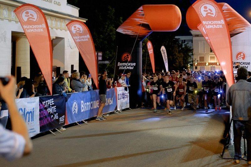 Люди с фонариками на голове бегали по ночным улицам Кирова (+ФОТО)
