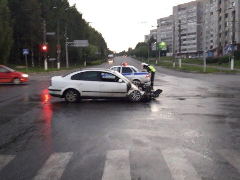 В Кирове у Дома печати перевернулся грузовик