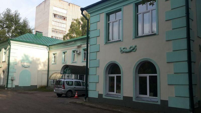 В центре Кирова сносят здание бывших яслей