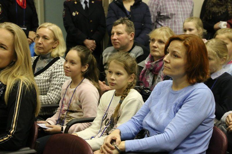 Кировские школьники отправились на новогоднюю елку в Кремле