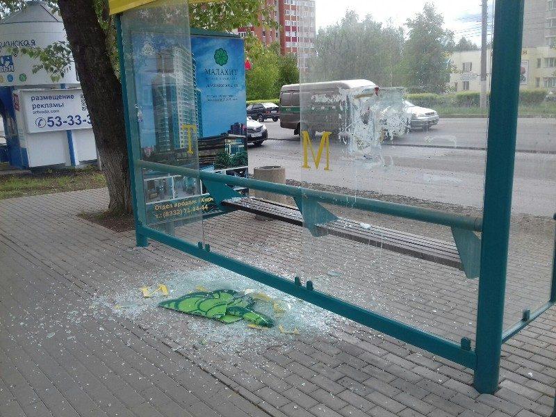 """Около ЖК """"Малахит"""" сломали остановку (+ФОТО)"""