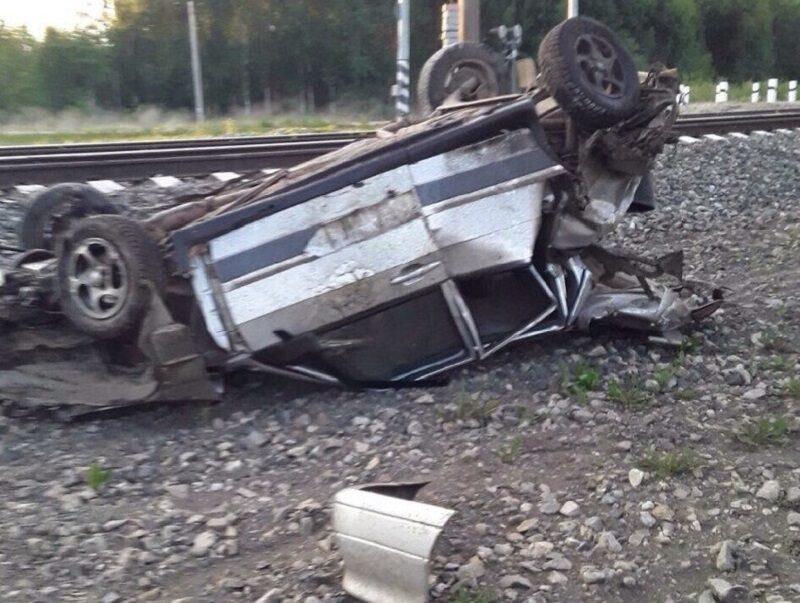 В Котельничском районе ВАЗ столкнулся с электровозом