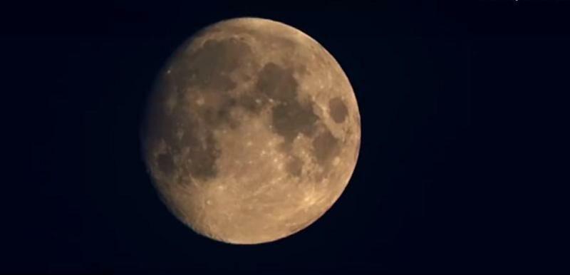Кировчанин снял полет самолета на фоне Луны (+ВИДЕО)