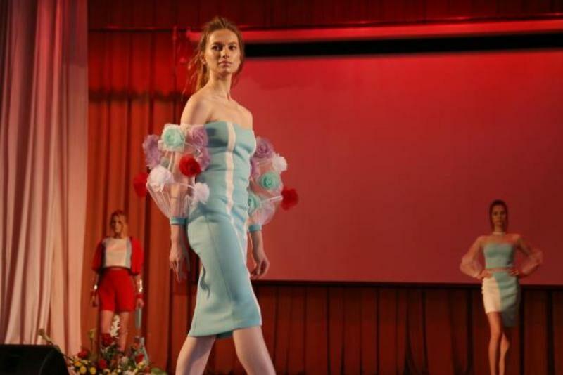 В Кирове создана коллекция вечерних платьев и модный дождевик будущего (+ФОТО)