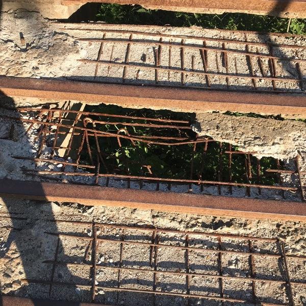 """Жители Нововятска про опасные лестницы: """"Вот-вот развалятся, а ведь внизу железная дорога"""" (+ФОТО)"""