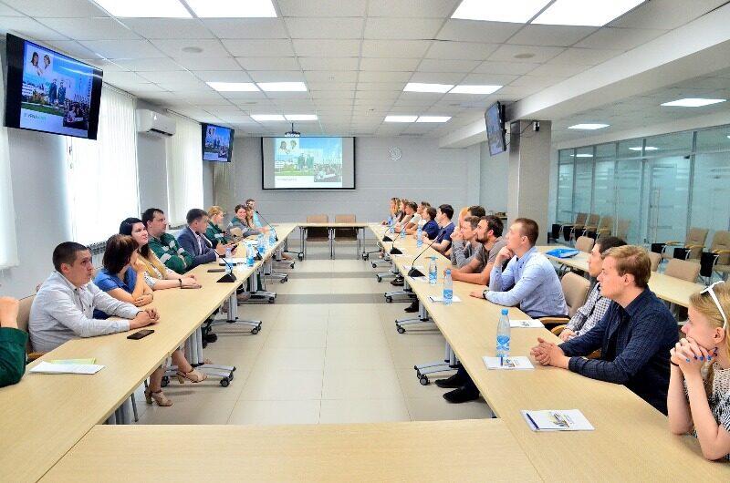 Специалисты «УРАЛХИМа» и «ЛЕПСЕ» встретились для обмена опытом по работе с молодежью