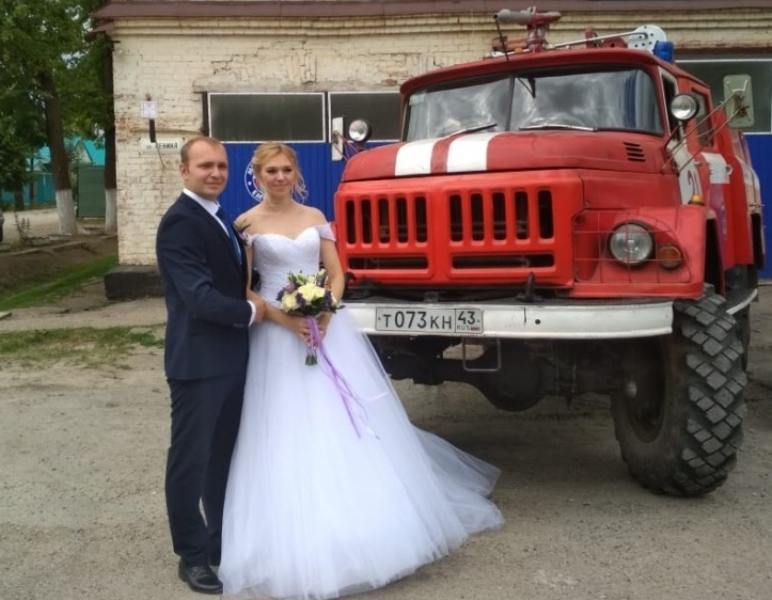 В регионе под звук сирен и свет сигнальных огней отметили свадьбу (+ФОТО)