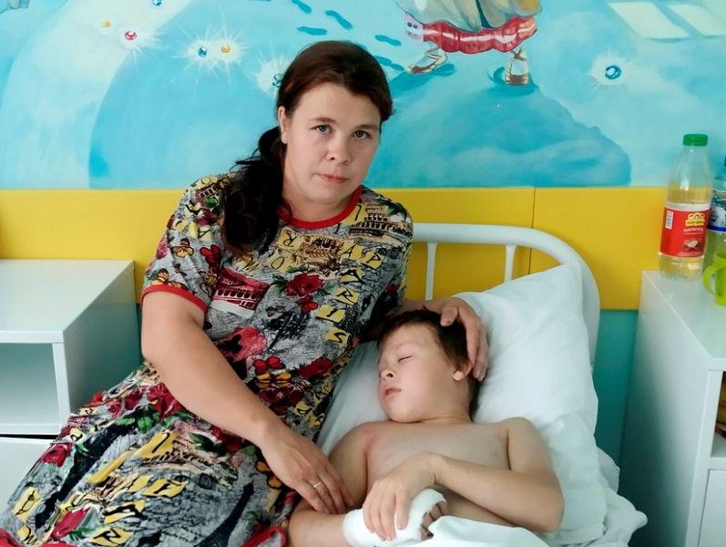 Кировские врачи спасли ребенка, которого укусила змея