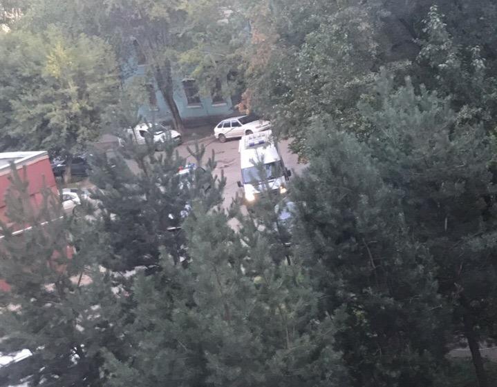 В Кирове спецслужбы оцепили двор: люди не могли зайти домой (+ФОТО)