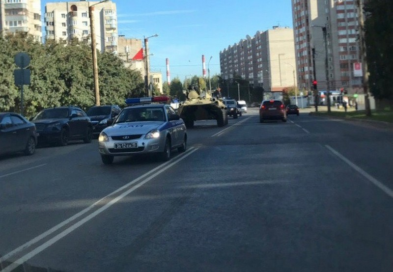 btr По городу проехались бронированные боевые машины (+ФОТО)