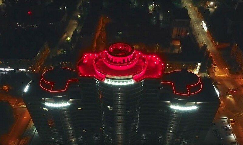 В Кирове у одной из высоток появилась подсветка, как в Лас-Вегасе (+ФОТО)