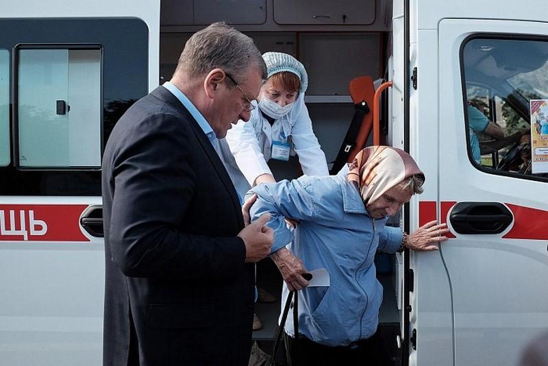 privivkaot grippa igor vasilev Глава региона принял участие в акции «Бесплатная прививка от гриппа»