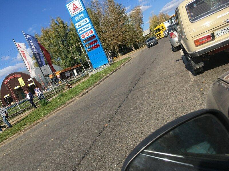 Улица Лепсе встала в мертвой пробке из-за происшествия с фурой
