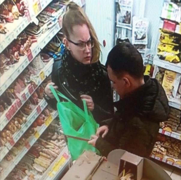 В кировском магазине пара похитила продукты (+ВИДЕО)