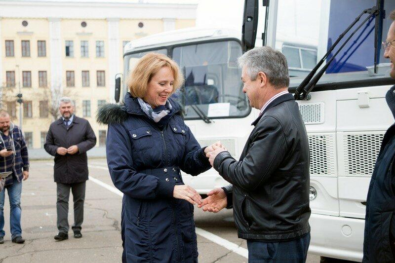 Районные больницы Кировской области получили новые мобильные маммографы