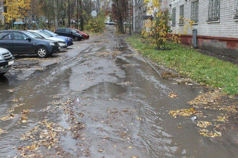 В центре города дворы превратились в пруды и реки (+ФОТО)