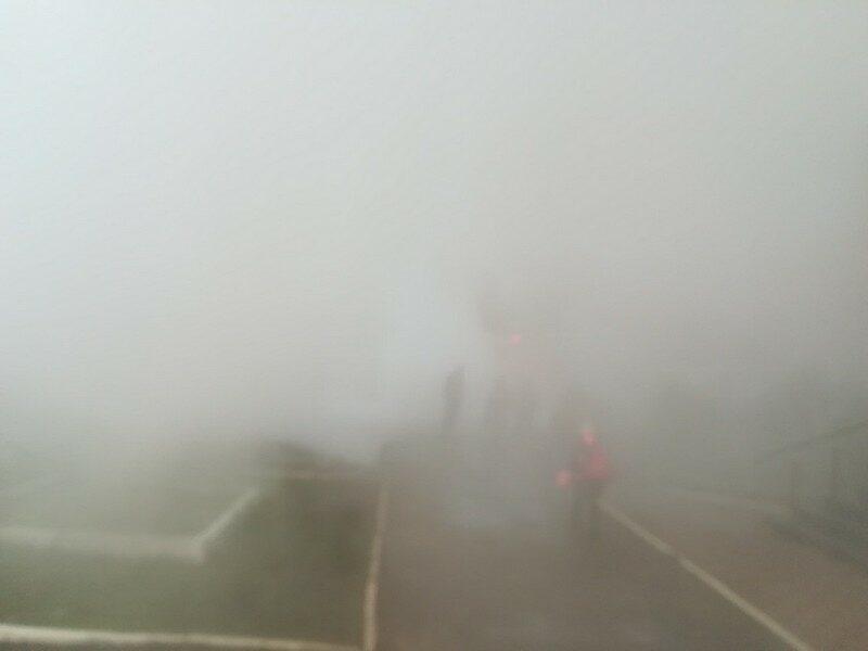 В Кирове устраняют аварию на улице Воровского, где проезжую часть залило парящим кипятком