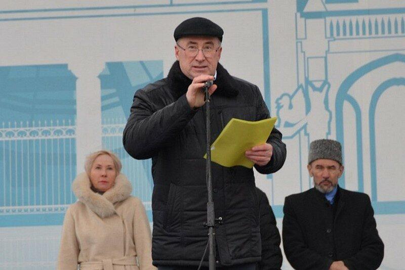 Тысячи кировчан отметили День народного единства на Театральной площади