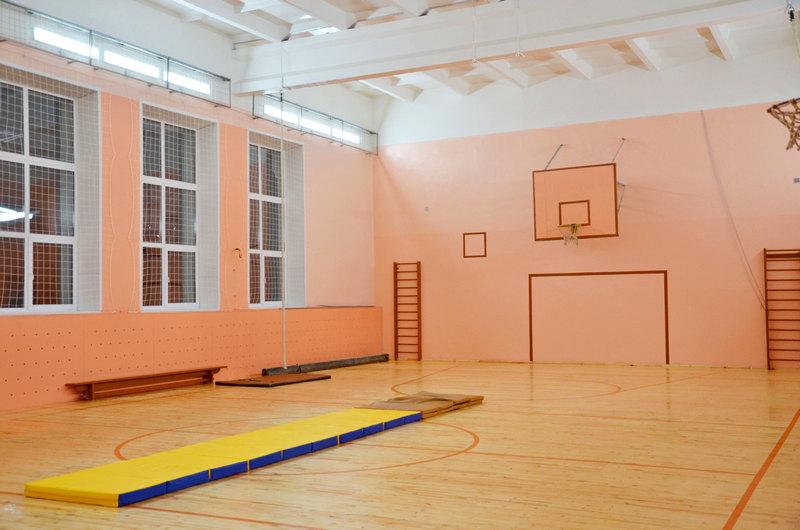 sportzal В сельских школах Кировской области отремонтирован 21 спортзал