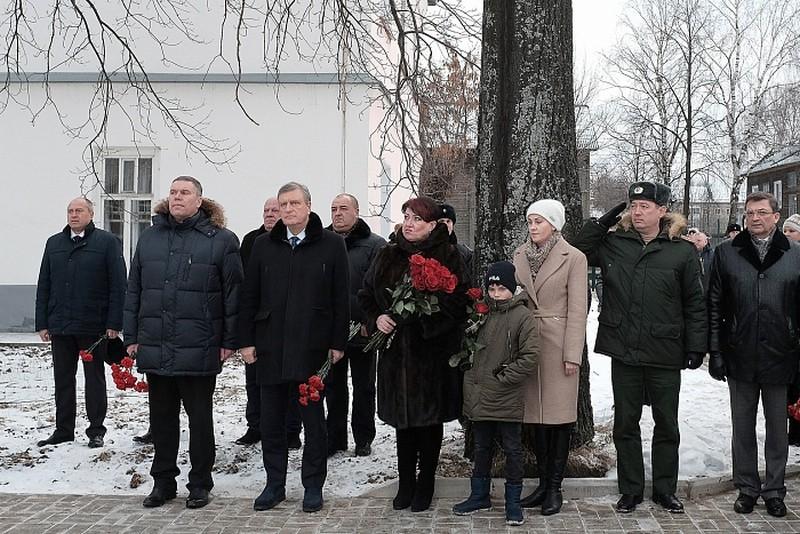 В Котельниче установили памятник кавалеру ордена Мужества