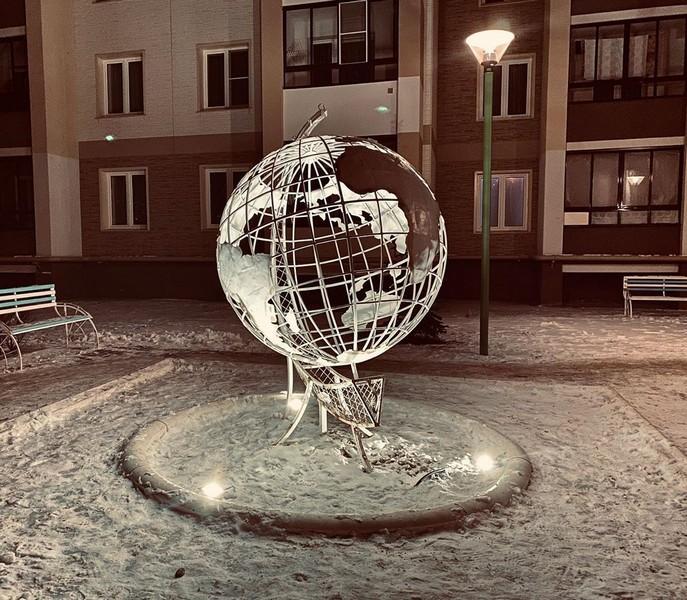 Кировчан удивила необычная композиция с подсветкой