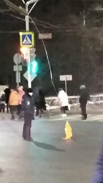 На перекрестке улиц Попова и Щорса вновь произошёл обрыв проводов
