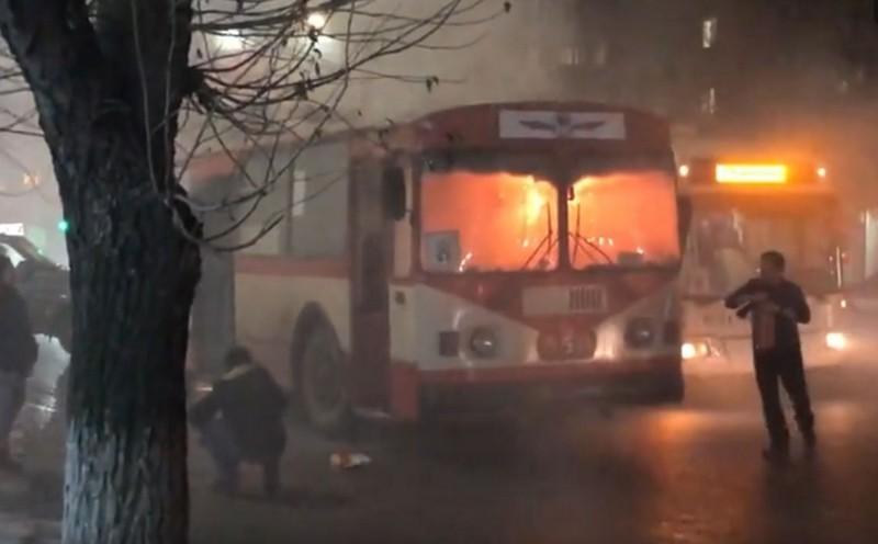 ЧП в Кирове: на ходу загорелся троллейбус с пассажирами (+ФОТО)