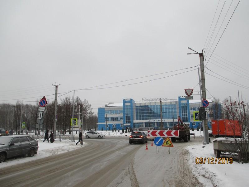 В Кирове устанавливают долгожданный светофор