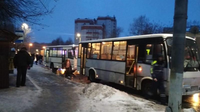 В Кирове столкнулись два автобуса: пострадало 8 человек
