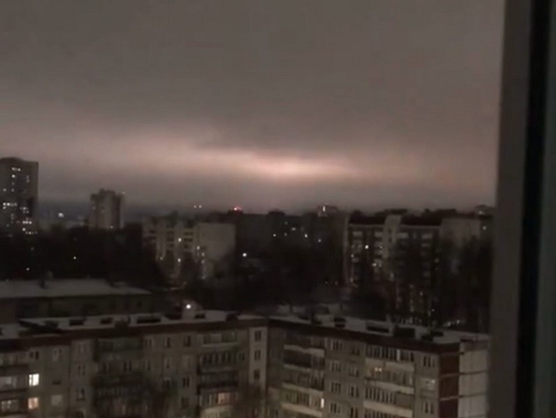Таинственные вспышки на небе обеспокоили кировчан