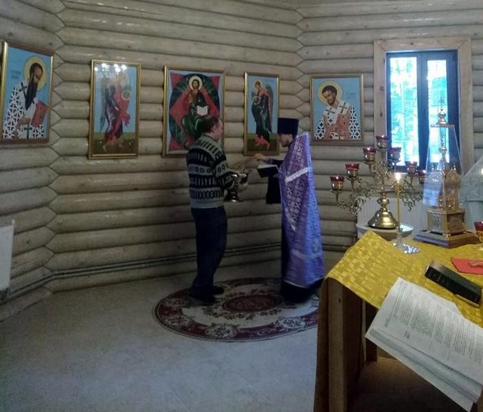 В посёлке Мирный освящены 34 новые иконы