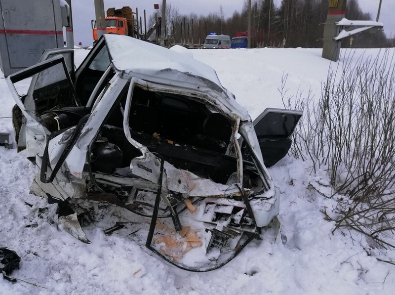 В Кировской области автомобиль столкнулся с поездом: погибла женщина