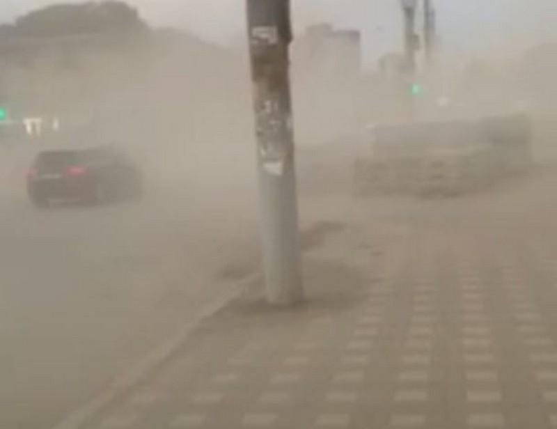 burya1 Кировчане оказались в эпицентре пыльной бури