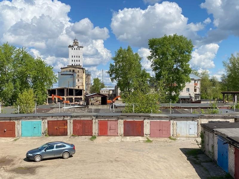 elevat1 В Кирове начали сносить самое высокое промышленное здание прошлого века