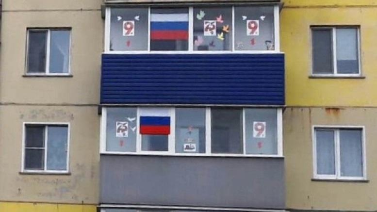 flagi na balkone Кировчанам предлагают вывесить флаг России на окне или балконе