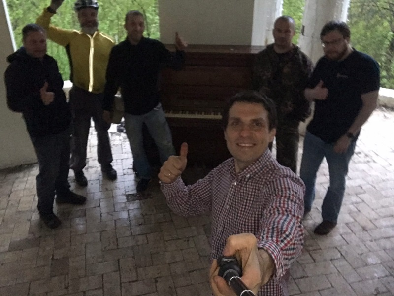 В Александровском саду поставили новое фортепиано