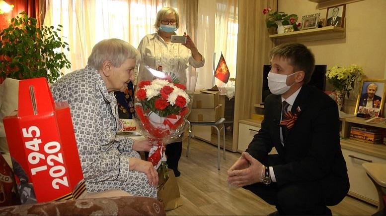 img 003 «УРАЛХИМ» поздравил ветеранов с юбилеем Великой Победы