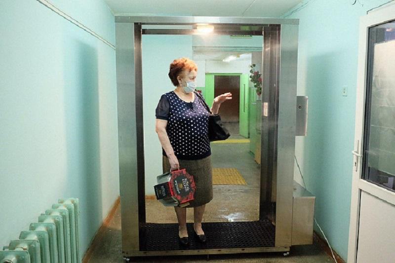 kabina1 В общественных местах Кирова появятся дезинфицирующие кабины