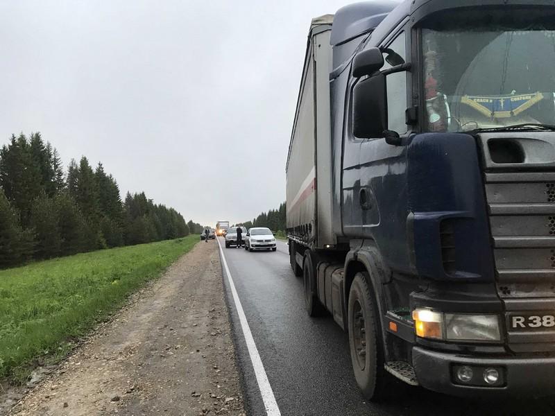 Серьёзная авария парализовала движение на трассе Киров - Пермь (+ФОТО и ВИДЕО)