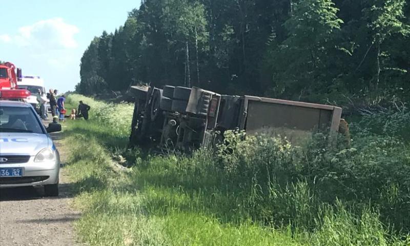 Кировчанин опрокинул грузовик, полный кислоты
