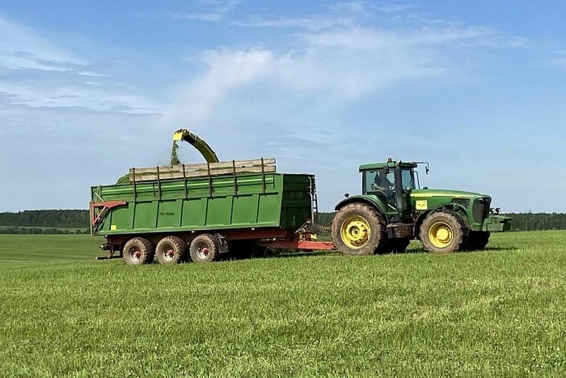 zagotovka kormov 4 iyunya В Кировской области начался процесс заготовки кормов для животноводства региона