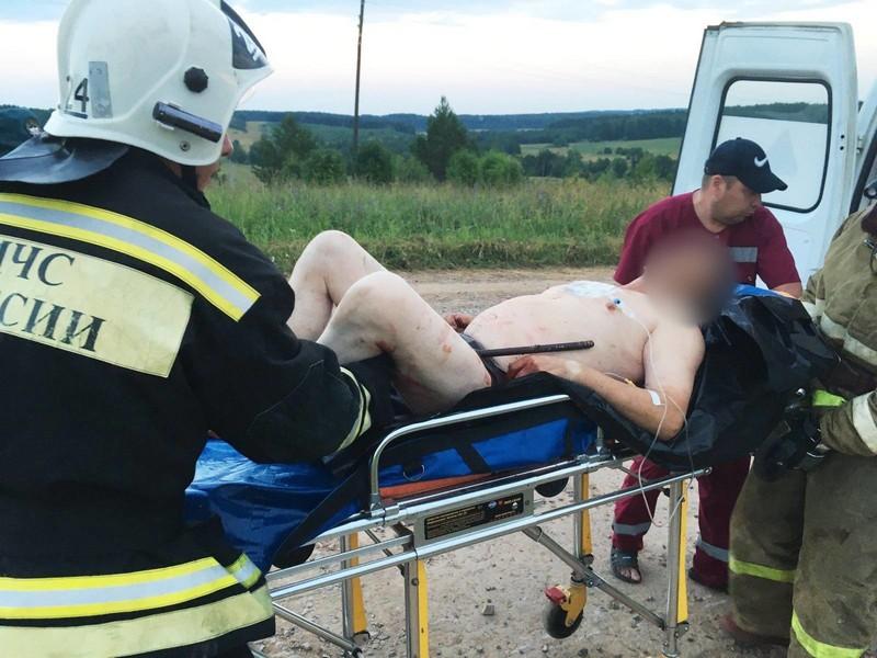 Пожарные и медики спасли водителя, который наехал на арматуру (+ФОТО)
