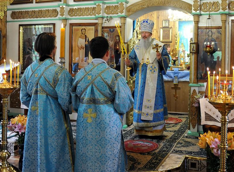 В лянгасовском храме прошла Божественная литургия в честь Казанской иконы Божией Матери