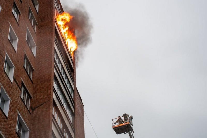 Страшный пожар в Кирово-Чепецке: горело несколько этажей высотки (+ВИДЕО)