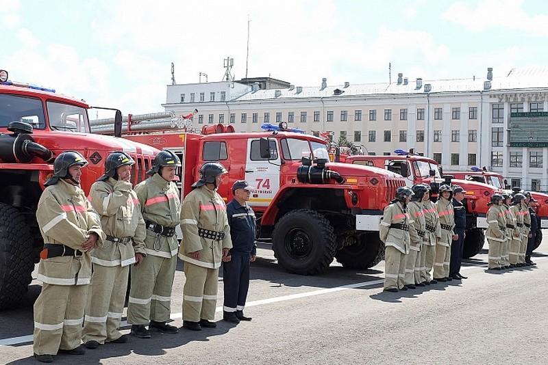 Глава региона Игорь Васильев вручил ключи от 4 пожарных автомобилей