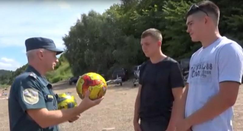 В Кировской области компания юношей спасла тонущих подростков