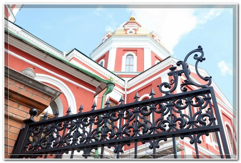 Спасский собор украсили ворота, сделанные по эскизу вятского архитектора Ивана Чарушина