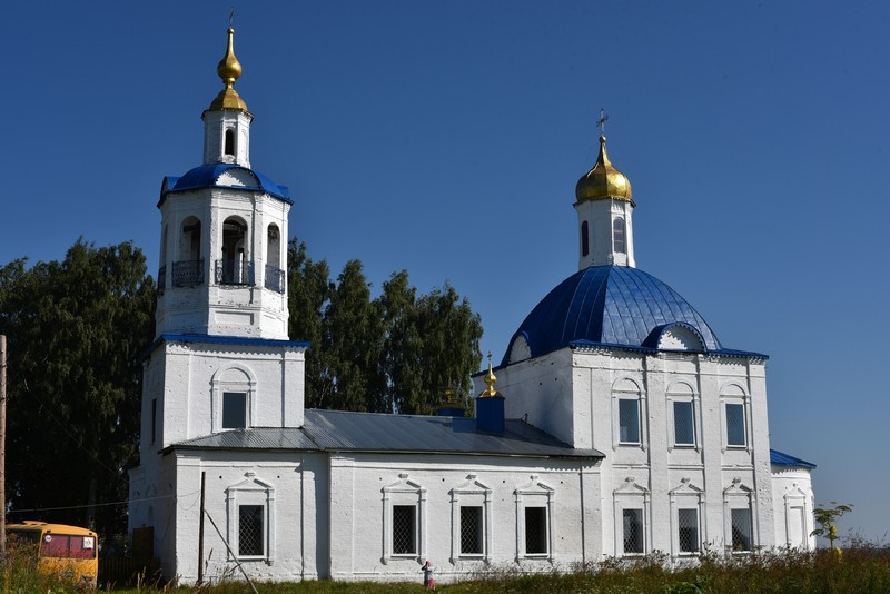 В сельском храме Кировской области освятили колокола
