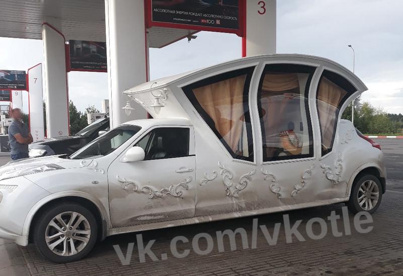 В Кировской области заметили необычный автомобиль-карету