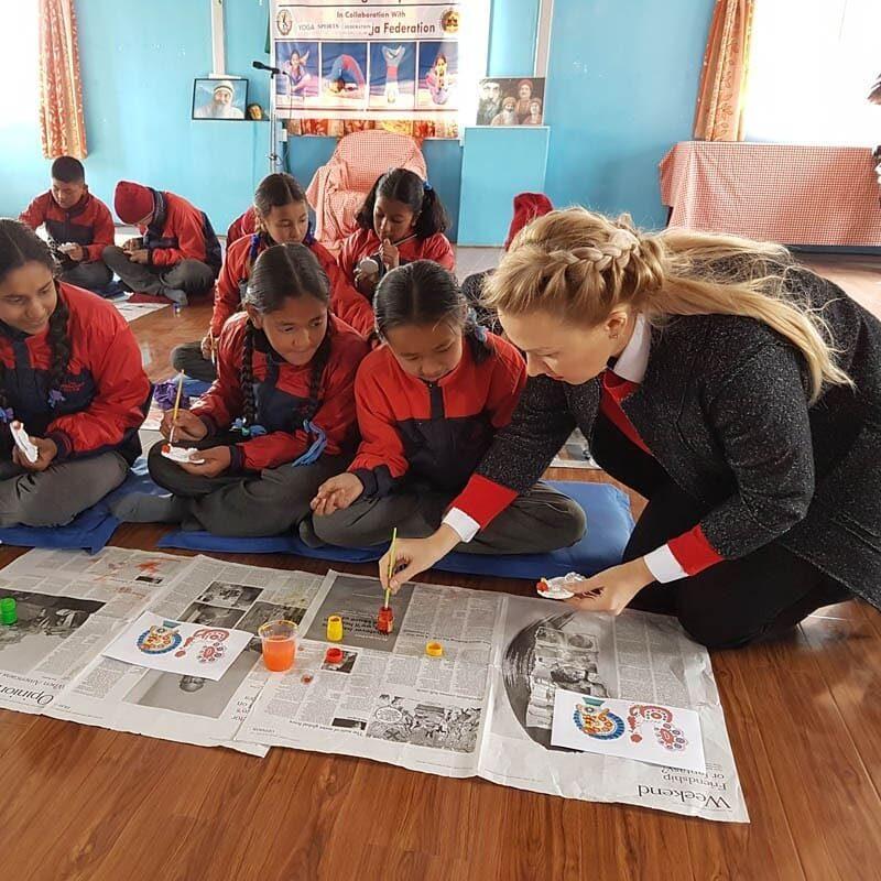 nepal1 Жителей Непала познакомили с кировским промыслом